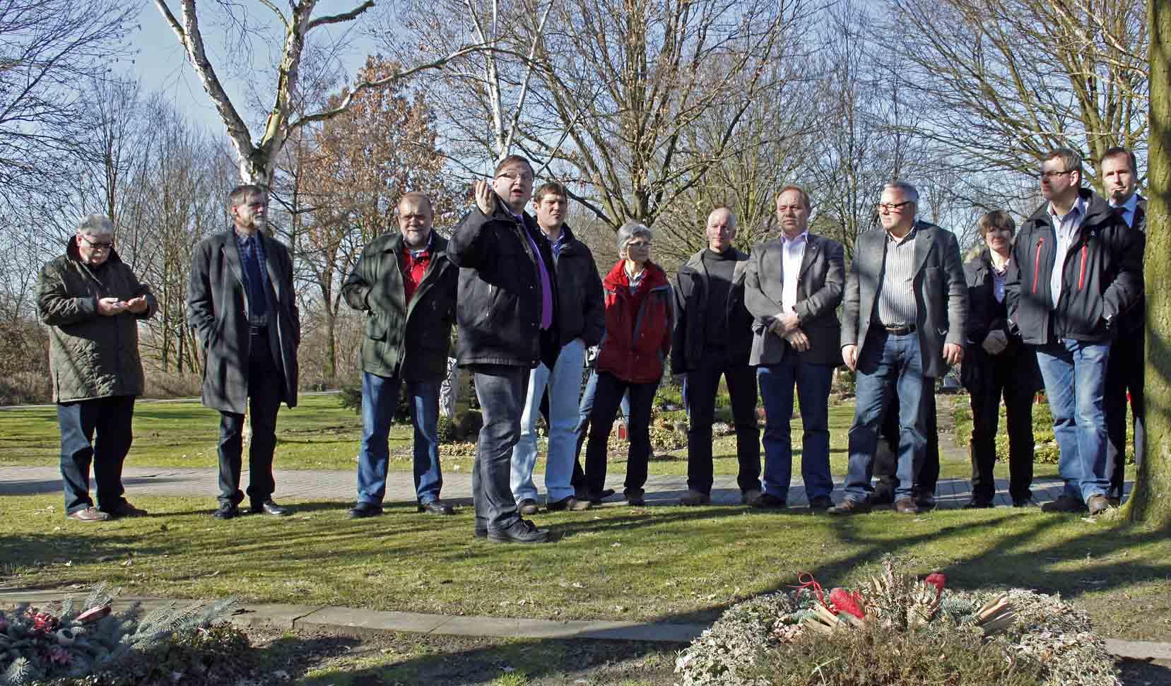 FGG Geschäftsführer Andreas Mäsing erklärt den Fachbesuchern um Präsident Rüskamp die Besonderheiten