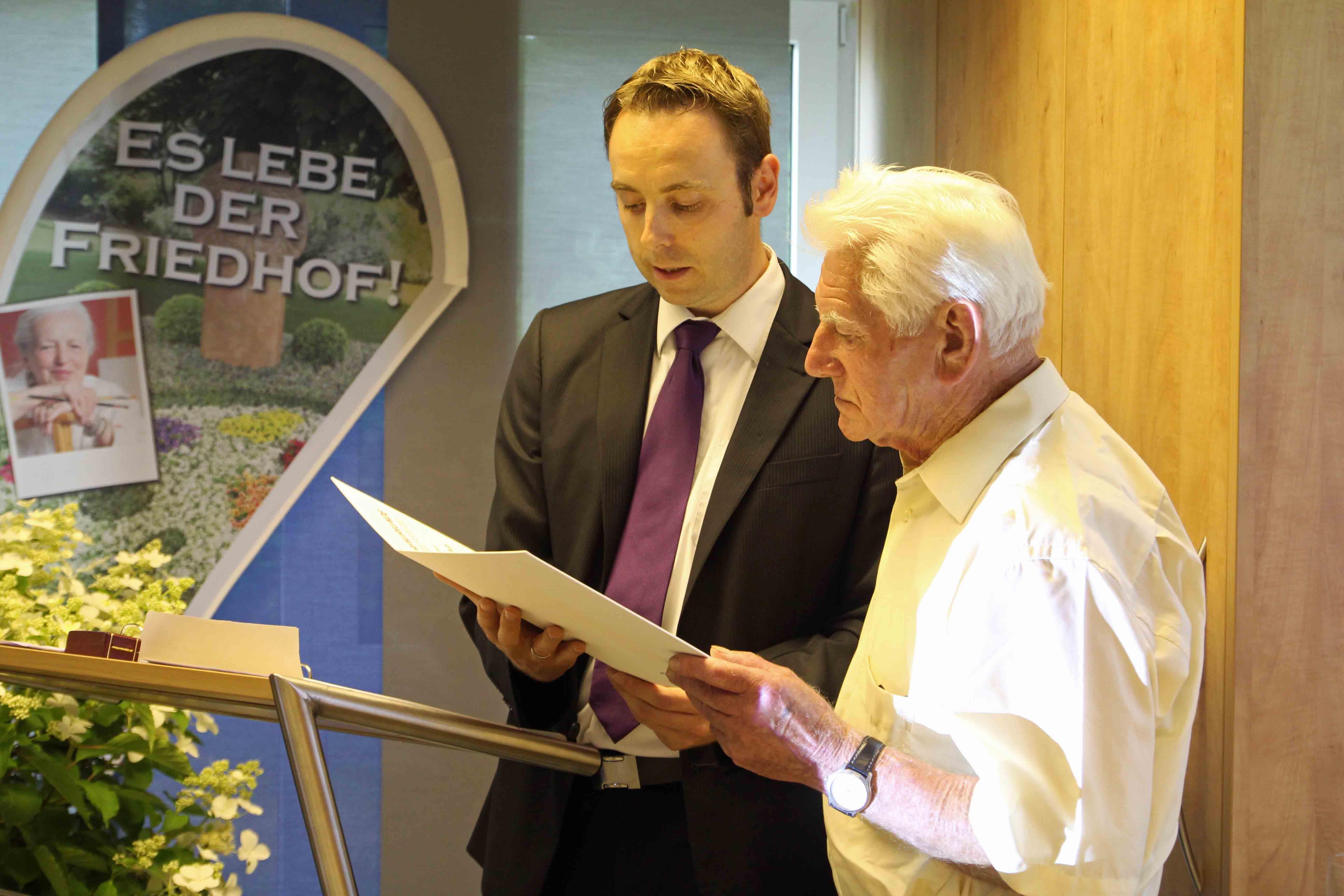 Verleihung der Golenen Ehrennadel - Christoph Gottwald vom RWGV und Günther Simon