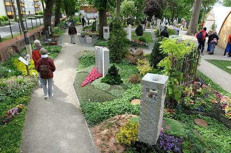 Begegnung auf dem Friedhof